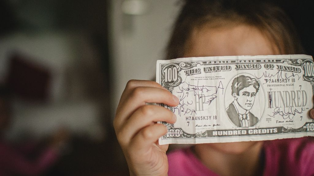 hogyan lehet pénzt keresni 14 évesen bináris opciók 18 évig